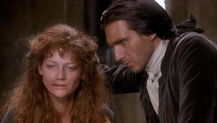 Isabella Linton era apaixonada por Heathchliff e ele sabendo disso se aproxima para violentar ela, para deslocar o Eodio que estava sentindo por Catherine.