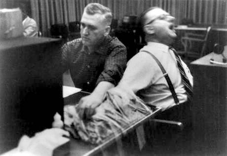 Experimento de Stanley Milgram: choques, autoridade e obediência - Blog de Psicologia Melkberg - participantes - choques - Stanley Milgram - professor - autoridade - resultados