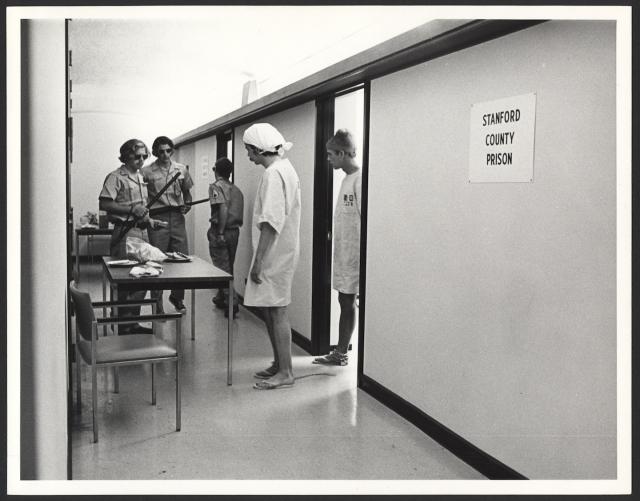 O Polêmico Experimento de Zimbardo, a Prisão de Stanford - blog de psicologia Melkberg - experimento - papel - guardas - prisioneiros - prisão - Stanford - Zimbardo