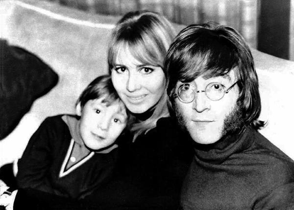 john-154-julian-lennon-john-lennon-cynthia-spring-of-1968-by-ringo-star