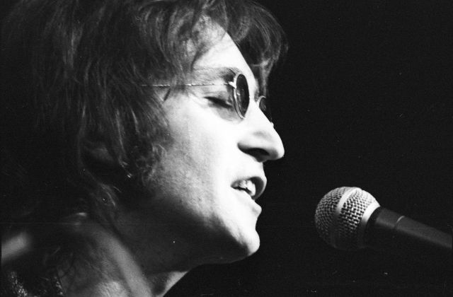 JohnLennon-TomCopi-MichaelOchsArchives-GettyImages-56bec7c33df78c0b138e00f3