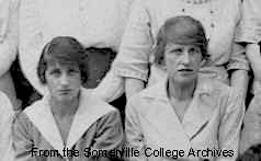 Winifred-Holtby-and-Vera-Brittain-1921-college-photo-1.jpg-nggid03261-ngg0dyn-0x0x100-00f0w010c010r110f110r010t010